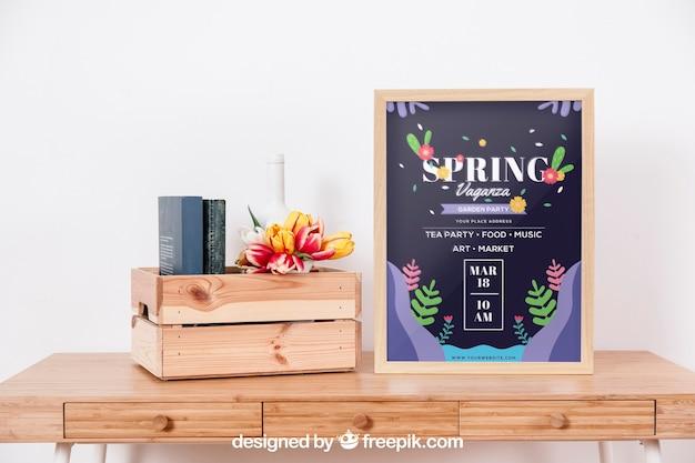 Spring mockup con cornice sulla scrivania