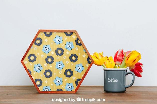 Весенний макет с шестиугольной рамкой рядом с чашкой