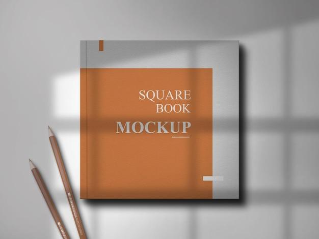 影付きの正方形のブックカバーのモックアップデザイン