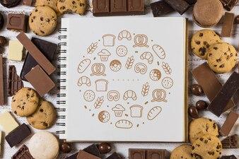 チョコレートの背景に正方形の小冊子のモックアップ