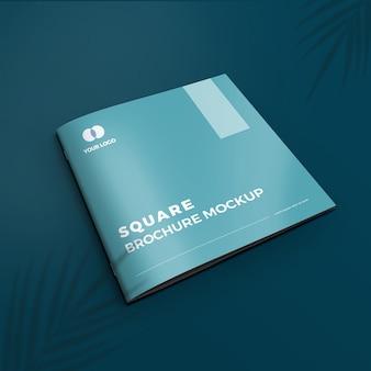 正方形のパンフレットのモックアップ