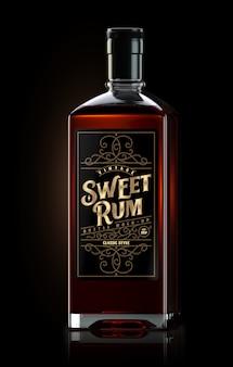 Mockup quadrato di bottiglia di rum scuro con etichetta