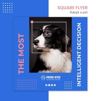 강아지와 함께 애완 동물을 채택하기위한 사각형 전단지 템플릿