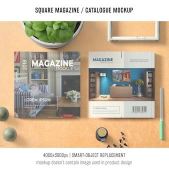 正方形の雑誌またはバジルのカタログモックアップ