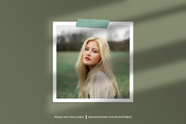 影付きの正方形の紙フレーム写真モックアップ
