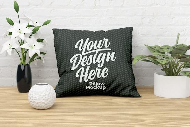 屋内植物と正方形の枕モックアップ正面図