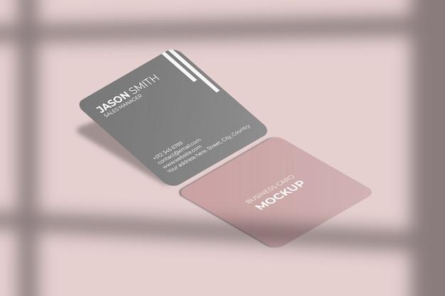 Квадратный закругленный угловой макет визитки с тенью