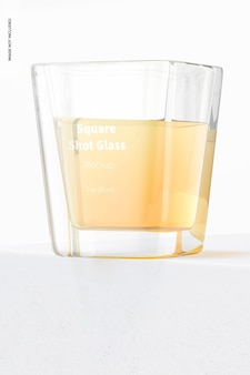 Mockup di bicchierini quadrati, inquadratura dal basso