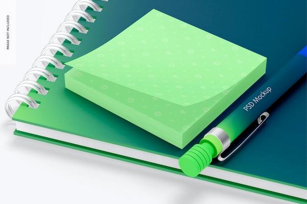 Mockup di foglietti adesivi quadrati, prospettiva