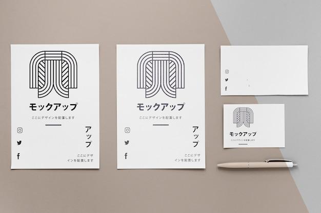 ロゴのモックアップが付いた文房具のドキュメント