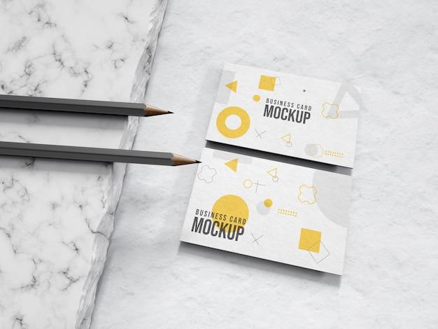 鉛筆で名刺の文房具のモックアップ