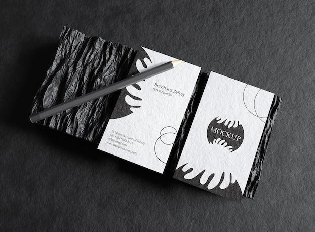 黒の名刺に鉛筆で文房具のモックアップ