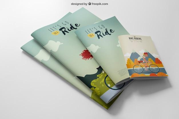 Mockup di cartoleria con quattro opuscoli