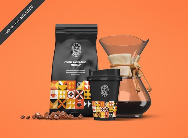 コーヒーショップブランドのポーチとカップ付きのステーショナリーモックアップ
