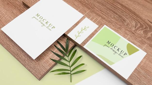 Cartoleria e assortimento di legno ad angolo alto