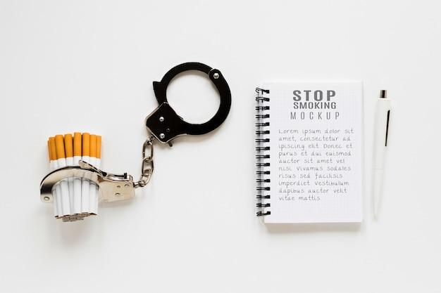 Бросить курить концепция с наручниками