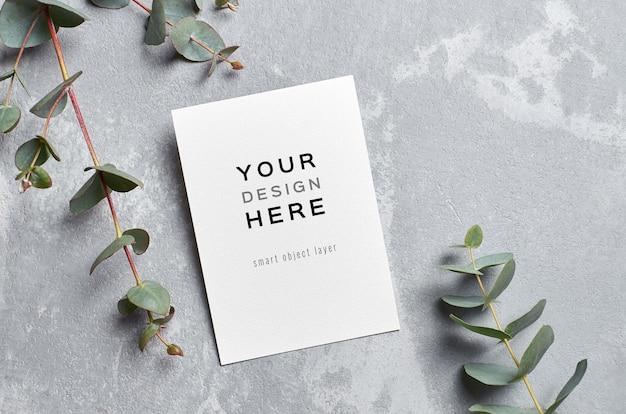 Стильный макет поздравительной открытки с бетонной веткой эвкалипта