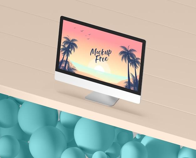 테이블에 컴퓨터와 여름 개념