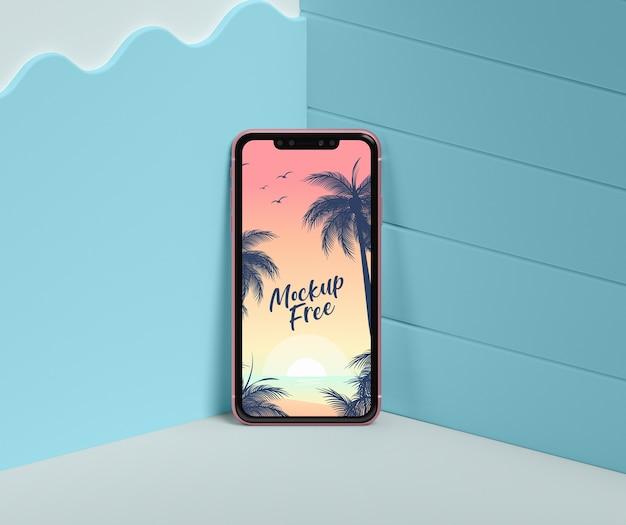 Летняя концепция с телефоном в углу