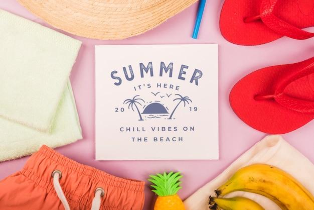 Летняя надпись фон с летними элементами