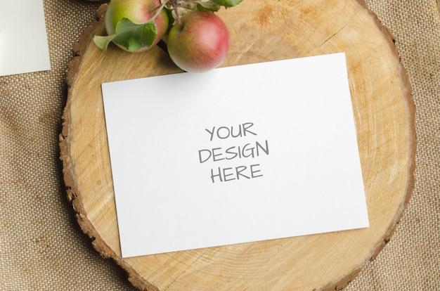 베이지 색에 사과와 함께 여름 편지지 이랑 장면