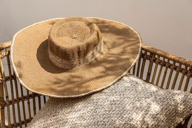 Psd макет шляпы от солнца в летней моде с принтом жирафа