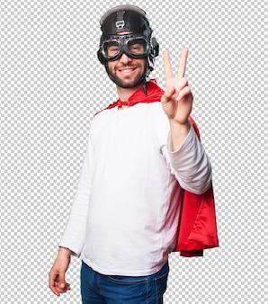 Супер герой делает жест победы