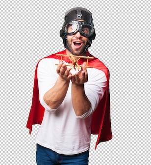 장난감 비행기를 들고 슈퍼 영웅