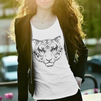 Tシャツのデザインをモックアップ