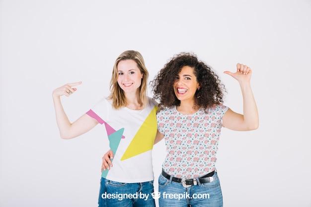 女性とのtシャツモックアップ