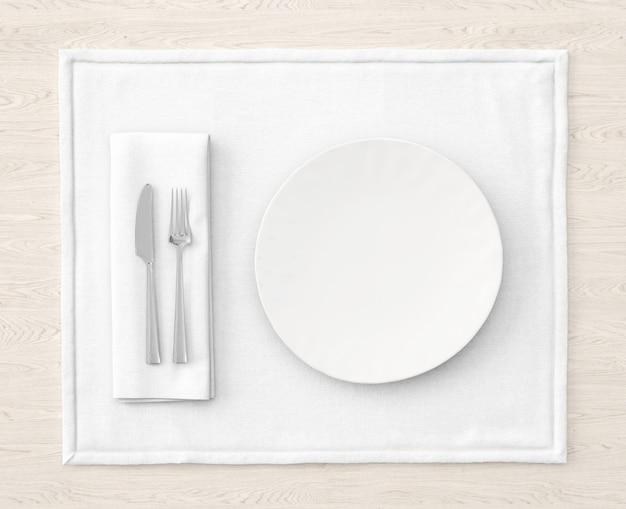 화이트 매트에 테이블 설정