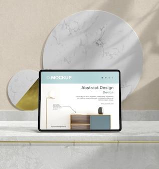 석재 및 금속 요소가있는 태블릿 모형 구색