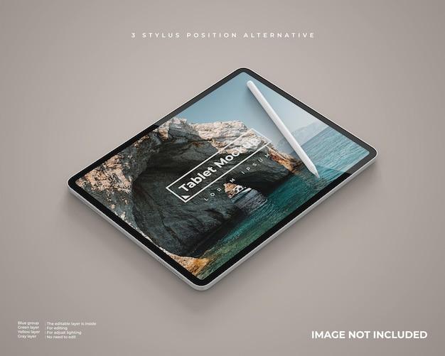 스타일러스가있는 가로 위치의 태블릿 모형은 왼쪽보기로 보입니다.