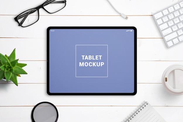 작업 책상 장면 작성자의 태블릿 모형