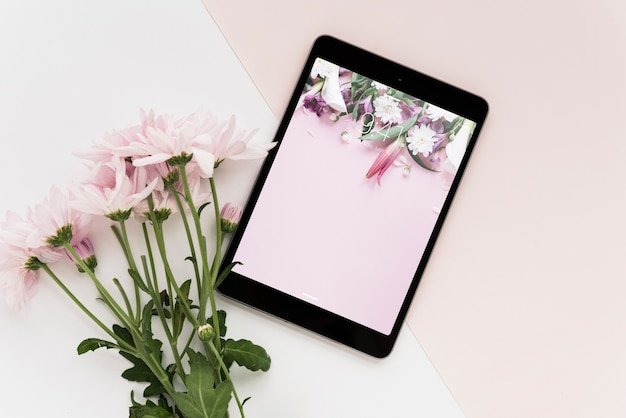 Tablet mockup with flowers
