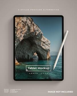 스타일러스가있는 태블릿 모형