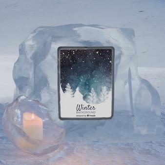 촛불에 의해 얼음 블록 빛에 태블릿