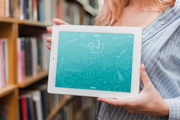 Макет планшета или электронного учебника с концепцией литературы