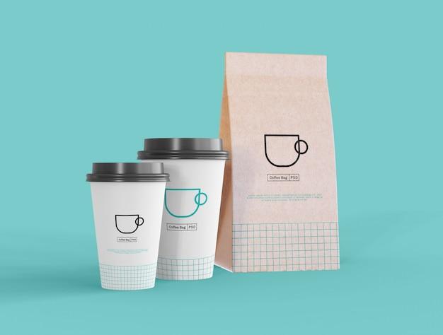 コーヒーカップと紙袋のモックアップを取り除く