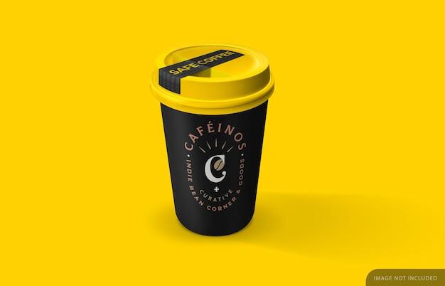Уберите макет кофейной чашки с наклейкой безопасности