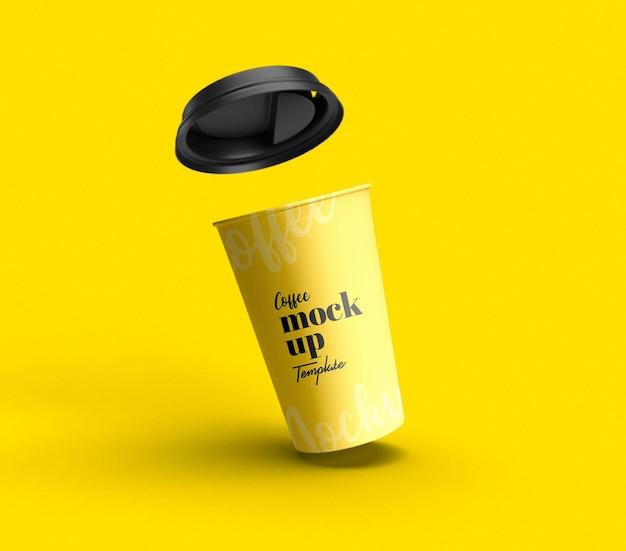 Уберите макет летающей бумажной чашки кофе