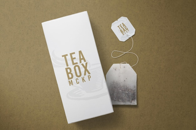 分離されたお茶とパッケージのモックアップデザイン