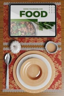 Concetto di ringraziamento sul tavolo e tablet