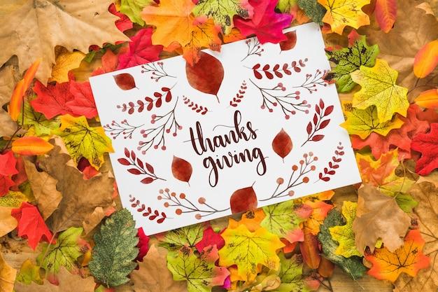Mockup del ringraziamento con coperchio o carta