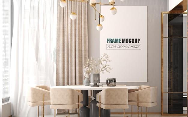 В столовой установлен большой макет рамы круглого стола.