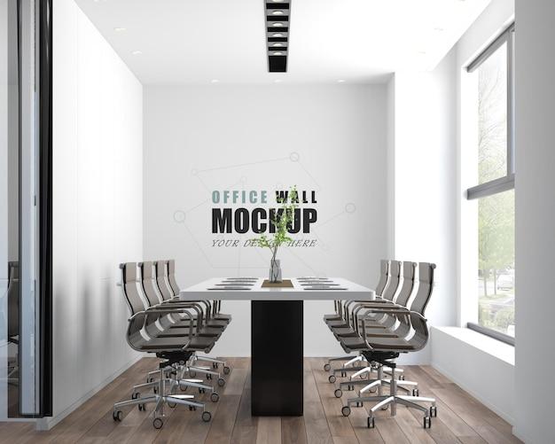 회의실은 현대적인 스타일의 wall mocku로 장식되어 있습니다.