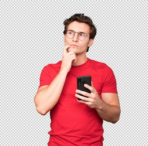 彼の携帯電話を使用して思いやりのある若い男