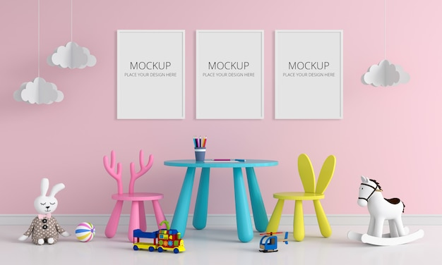 子供部屋のモックアップの3つの空白のフォトフレーム