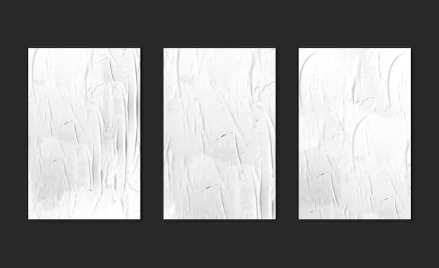 검은 배경 모형에 세 개의 흰색 포스터