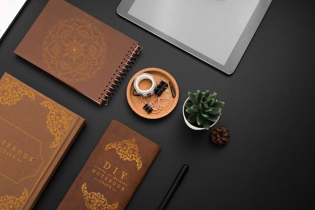 Disposizione vista dall'alto con notebook